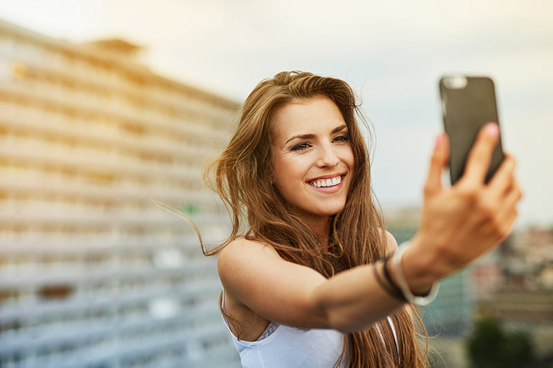 New iPhone Camera Automatically Smooths Skin in Selfies